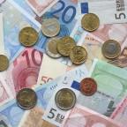 Euro Banknoten und Münzen (Bild: Avij, Public Domain)